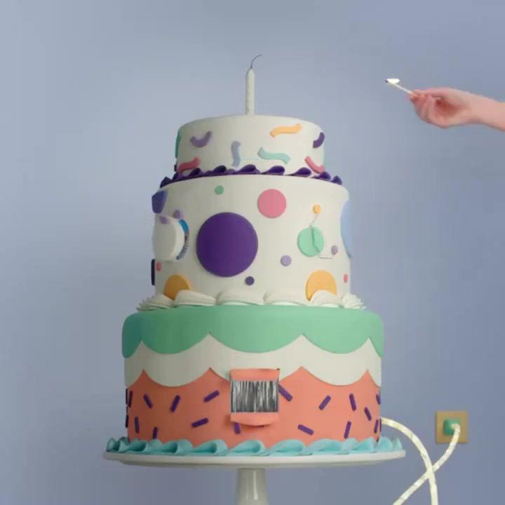 کیک تولد متحرک فانتزی